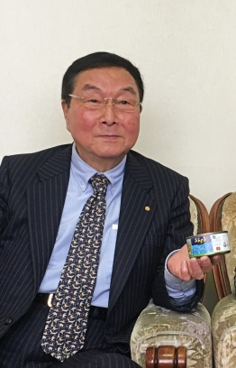 Shu Saito holds up a 'Felivaru' tuna can, the last of the shipment donated by Maldives to the victims of the 2011 Great East Japan Earthquake and Tsunami. PHOTO/THE EDITION