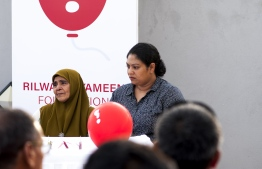 Abducted journalist's mother (L), during the press conference held by the families of Yameen Rasheed and Ahmed Rilwan. PHOTO: AHMED AIHAM / THE EDITION