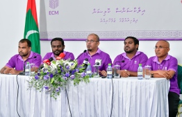Election Commission members and President Ahmed Shareef (C) during the press conference. PHOTO: HUSSAIN WAHEED / MIHAARU