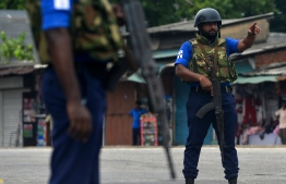 Sri Lankan Navy personnel guard a road blocked near the port in Colombo on April 27, 2019, following a series of bomb blasts targeting churches and luxury hotels on Easter Sunday in Sri Lanka. - Fifteen people including six children have died during a Sri Lankan security forces operation in the aftermath of the Easter attacks, as three cornered suicide bombers blew themselves up and others were shot dead, police said on April 27. (Photo by ISHARA S. KODIKARA / AFP)