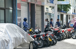 SO Police on duty near the Sri Lanka Embassy in Male. Police arrested an alleged street harasser on Monday. PHOTO: HUSSAIN WAHEED/MIHAARU