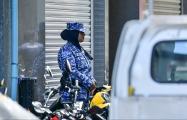 Maldives Police Services Special Operations (SO) Officer on duty outside Sri Lankan Embassy. PHOTO: HUSSAIN WAHEED/MIHAARU