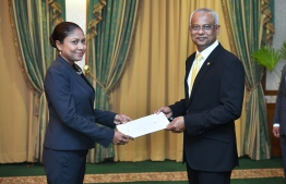 President Ibrahim Mohamed Solih presenting the letter of appointment to Thulhaadhoo MP Hisaan Hussain. PHOTO: PRESIDENT'S OFFICE