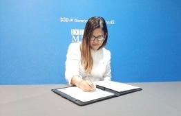 Ambassador of Maldives to UK, Farahanaz Faisal  signs the Global Pledge on Media Freedom at the sideline of the Global Conference for Media Freedom. PHOTO: DR FARAHANAZ