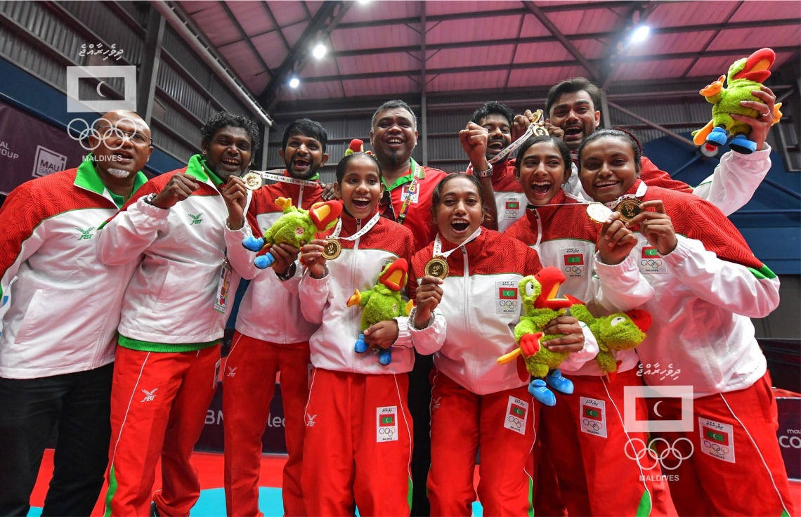 IOIG Table Tennis: Women's team bag historic gold - The Edition