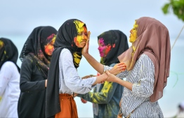 Youths at reclaimed suburb Hulhumale' participating in 'Fen Kulhi' activities. Eid Al-Adha's entertainment kicks off with people of all ages taking to the streets after breakfast, drenching their family and loved ones in rainbows of colour to celebrate the day. PHOTO: NISHAN ALI/ MIHAARU
