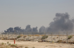Smoke billows from an Aramco oil facility in Abqaiq about 60km (37 miles) southwest of Dhahran in Saudi Arabia's eastern province on September 14, 2019. - Drone attacks sparked fires at two Saudi Aramco oil facilities early today, the interior ministry said, in the latest assault on the state-owned energy giant as it prepares for a much-anticipated stock listing. Yemen's Iran-aligned Huthi rebels claimed the drone attacks, according to the group's Al-Masirah television. (Photo by - / AFP)
