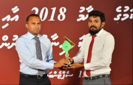 Hussain Waheed, of Mihaaru accepts the award for Photography at the Maldives Journalism Awards 2018, on September 15, 2019.