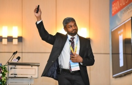 Senior Neurosurgeon at ADK Hospital Dr Ali Niyaf introduces the new medical application with a presentation. PHOTO: HUSSAIN WAHEED/MIHAARU
