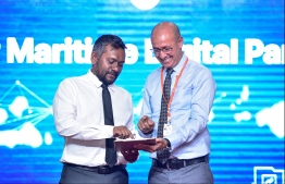 Chief Marketing Officer Mahmud Dasser and Minister of Economic Development Fayyaz Ismail launching the 'Tracking Service' application'. PHOTO: HUSSAIN WAHEED / MIHAARU