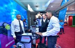 Economic Minister Fayyaz Ismail (R) visits stalls at the Maldives Marine Expo 2019. PHOTO: HUSSAIN WAHEED / MIHAARU