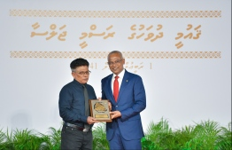 President Solih presents National Award of Recognition to Abdul Rasheed Ali, for his contributions in the area of performing arts. PHOTO: HUSSAIN WAHEED / MIHAARU