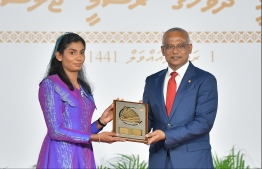 President Solih presents National Award of Recognition to Fadhuwa Zahir, for her contributions to sports and sportsmanship. PHOTO: HUSSAIN WAHEED / MIHAARU