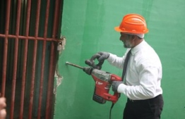 Minister of Home Affairs Imran Abdulla inaugurates the demolition work at Dhoonidhoo Prison. PHOTO: HOME MINISTRY