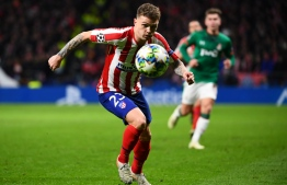 Atletico Madrid's English defender Kieran Trippier eyes on the ball during the UEFA Champions League football match between Club Atletico de Madrid and Lokomotiv Moscow at the Wanda Metropolitano stadium in Madrid on December 11, 2019. (Photo by GABRIEL BOUYS / AFP)
