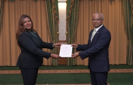 Judge Aisha Shujune Muhammad receives letter of appointment from President Ibrahim Mohamed Solih. PHOTO: PRESIDENT'S OFFICE