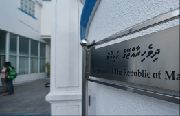 Outside the High Court of Maldives. PHOTO: HUSSAIN WAHEED/ MIHAARU