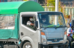 Malé, March 19, 2020: Pick-up drivers wearing face masks as they work amidst the CVOID-19 outbreak in the country. PHOTO: AHMED AWSHAN ILYAS/MIHAARU