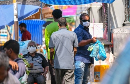 Malé, March 19, 2020: Many people are seen at the local market wearing face masks to prevent the spread of COVID-19. Health professionals however advised against the use of surgical masks, unless an individual showed symptoms for COVID-19. PHOTO: AHMED AWSHAN ILYAS/MIHAARU