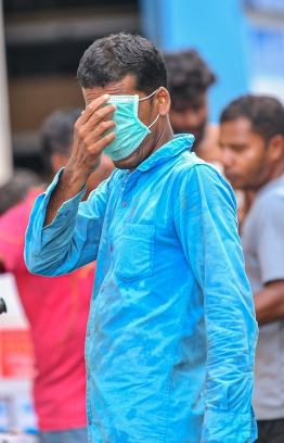 Malé, March 19, 2020: A man pictured at the local market wearing a face mask. President Solih on Wednesday waived import duties on face masks and hand sanitizers over the COVID-19 outbreak. PHOTO: AHMED AWSHAN ILYAS/MIHAARU