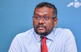 Minister of Economic Development Fayyaz Ismail announced the decision to temporarily halt dine-in services across food outlets in the Greater Male' Region. PHOTO: AHMED AWSHAN ILYAS / MIHAARU