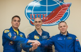 This handout picture taken and released on April 8, 2020 by the Russian space agency Roscosmos shows NASA astronaut Chris Cassidy and Russian cosmonauts Anatoly Ivanishin and Ivan Vagner, members of the International Space Station (ISS) expedition 63, holding a press conference at the Russian-leased Baikonur cosmodrome. - The trio is preparing for the launch to the ISS aboard the Soyuz MS-16 spacecraft on April 9, 2020. (Photo by Andrey SHELEPIN / Russian Space Agency Roscosmos / AFP) /