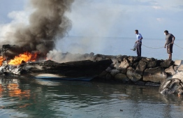 A charred dinghy that caught fire while docked at Mahibadhoo Harbour. PHOTO: POLICE