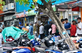 Locals and expatriates around the Male' local market shortly after lockdown was imposed in the capital. As part of the COVID-19 response, HPA launched 'TraceEkee' to help in the 'contact tracing' process. PHOTO: MIHAARU