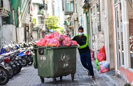 WAMCO's waste collectors are essential in ensuring possible contaminants are removed from the city's streets, and by ensuring that our rubbish is taken away, are key to maintaining a hygienic environment that does not welcome disease of any nature. PHOTO: AHMED AWSHAN ILYAS / MIHAARU