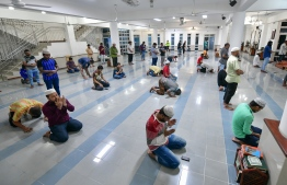 Worshippers practise social distancing as mosques in Greater Male' Region reopen for individual prayers, amid the phased easing of lockdown restrictions. FILE PHOTO/MIHAARU