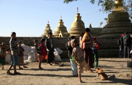 (FILES) In this file photo taken on January 25, 2019 Mro ethnic people displaced from the surge of fighting between ethnic armed rebel group of the Arakan Army and government troops take refuge at a compound of a Buddhist pagoda are seen during a government-organized visit for journalists in Buthidaung township in the restive Rakhine state. - An internet blackout in Myanmar's northwest entered a second year on June 21, 2020 as locals and rights groups appealed for an end to the world's longest internet shutdown in a zone where scores have died in 18 months of conflict. (Photo by Richard SARGENT / AFP)