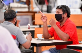 People at a cafe' in the capital city of Male'. PHOTO: NISHAN ALI/ MIHAARU