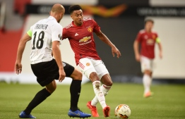 LASK's Austrian defender Gernot Trauner (L) vies with Manchester United's English midfielder Jesse Lingard during the UEFA Europa League last 16 second leg football match between Manchester United and Linzer ASK at Old Trafford in Manchester, north west England, on August 5, 2020. (Photo by Oli SCARFF / AFP)