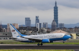 The US plane carrying US Health Secretary Alex Azar on board, lands at Sungshan Airport in Taipei on August 9, 2020. - Azar, a senior member of US President Donald Trump's administration, landed in Taiwan on August 8, 2020 for Washington's highest level visit since switching diplomatic recognition to China in 1979, a trip Beijing has condemned. (Photo by Chen Chun-yao / POOL / AFP)
