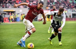 (FILES) In this file photo taken on January 19, 2020 AC Milan's Swedish forward Zlatan Ibrahimovic (L) challenges Udinese's Dutch defender Hidde ter Avest during the Italian Serie A football match AC Milan vs Udinese  at the San Siro stadium in Milan. - Zlatan Ibrahimovic has signed a one-year contract extension with AC Milan, the Italian giants announced on August 31, 2020. The veteran Swedish striker, who turns 39 in October, rejoined Milan in January and will stay at the San Siro until the end of June 2021. (Photo by Marco Bertorello / AFP)