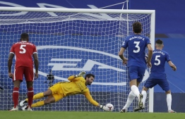 Chelsea's Italian midfielder Jorginho (R) has a penalty saved by Liverpool's Brazilian goalkeeper Alisson Becker during the English Premier League football match between Chelsea and Liverpool at Stamford Bridge in London on September 20, 2020. (Photo by Matt Dunham / POOL / AFP) / RESTRICTED TO EDITORIAL USE. No use with unauthorized audio, video, data, fixture lists, club/league logos or 'live' services. Online in-match use limited to 120 images. An additional 40 images may be used in extra time. No video emulation. Social media in-match use limited to 120 images. An additional 40 images may be used in extra time. No use in betting publications, games or single club/league/player publications. /