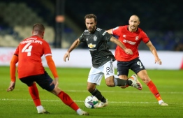 Manchester United's Spanish midfielder Juan Mata (C) vies with Luton Town's English midfielder Ryan Tunnicliffe (L) and Luton Town's English striker Danny Hylton during the English League Cup third round football match between Luton Town and Manchester United at Kenilworth Road stadium in Luton, Bedfordshire, on September 22, 2020. (Photo by Catherine Ivill / POOL / AFP) / RESTRICTED TO EDITORIAL USE. No use with unauthorized audio, video, data, fixture lists, club/league logos or 'live' services. Online in-match use limited to 120 images. An additional 40 images may be used in extra time. No video emulation. Social media in-match use limited to 120 images. An additional 40 images may be used in extra time. No use in betting publications, games or single club/league/player publications. /