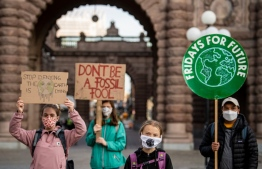 Swedish climate activist Greta Thunberg (2ndR) protests in front of the Swedish Parliament Riksdagen in stockholm on September 25, 2020. - Fridays for Future school strike movement called for a global day of climate action on September 25, 2020. (Photo by JONATHAN NACKSTRAND / AFP)