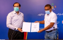 WHO representative to Maldives Dr Arvind Mathur formally hands over equipment during a ceremony held at HEOC. PHOTO: MINISTRY OF HEALTH