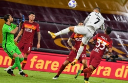 Juventus' Portuguese forward Cristiano Ronaldo (Top R) heads the ball to score an equalizer past Roma's Italian goalkeeper Antonio Mirante (L) during the Italian Serie A football match Roma vs Juventus on September 27, 2020 at the Olympic stadium in Rome. (Photo by Tiziana FABI / AFP)