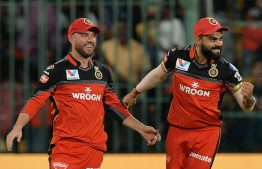 Virat Kohli (R) and AB de Villiers of the Royal Challengers Bangalore cricket team. PHOTO/AFP