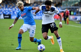 Napoli's French defender Kevin Malcuit (L) fights for the ball with Atalanta's Colombian defender Johan Mojica during the Italian Serie A football match Napoli vs Atalanta at the San Paolo stadium in Naples, on October 17, 2020. (Photo by alberto pizzoli / AFP)