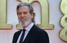 (FILES) In this file photo taken on January 28, 2017 US actor Jeff Bridges arrives on the red carpet for the 2017 Producers Guild Awards at the Beverly Hilton in Beverly Hills, California. - US actor Jeff Bridges announced on Twitter on October 19, 2020 that he has been diagnosed with Lymphoma. (Photo by Daniel LEAL-OLIVAS / AFP)