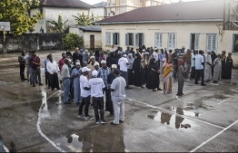 Voters queue outside a polling station in Stone Town, Zanzibar, on October 28, 2020. (Photo by MARCO LONGARI / AFP)