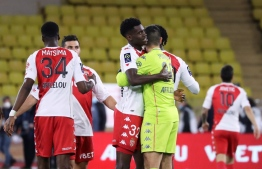 Monaco's players celebrate after winning the French L1 football match between Monaco (ASM) and Paris Saint-Germain (PSG) at the Louis II Stadium in Monaco on November 20, 2020. (Photo by Valery HACHE / AFP)