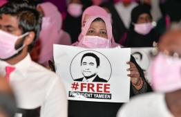 A PPM member holds up a 'Free President Yameen' sign during a gathering held by the opposition coalition, PPM and PNC, on December 2020. PHOTO: MIHAARU