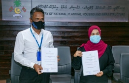 Director General Fathimath Shana Farooq and MTCC's CEO Adam Azim at the signing ceremony. PHOTO: MINISTRY OF PLANNING, HOUSING AND INFRASTUCTURE