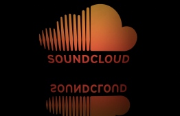 (FILES) This file photograph taken on April 19, 2018, shows the logo of the online music streaming company Soundcloud, displayed on a tablet screen in Paris. - SoundCloud announced on March 2, 2021, that it will become the first music streaming service to start directing subscribers' fees only to the artists they listen to, a move welcomed by musicians campaigning for fairer pay. Musicians have been pushing for a change to payment systems on platforms such as Spotify, Deezer and Apple that put all revenues in one big pot and dish them out based on which artists have the most global plays -- a system that significantly favours mega-stars over smaller artists. (Photo by Lionel BONAVENTURE / AFP)