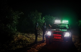 Marius Jacobs (R) of private security company Canine Security speaks to two of his employees during a night patrol to prevent avocado theft in Tzaneen, on March 10, 2021. Avocado farms in the area are under constant threat of fruit theft meaning that farmers needs to spend millions of rands in private security. - Farmers around the quiet tropical town of Tzaneen are battling a scourge of avocado theft driven by booming global demand for the nutrient-rich fruit. Faced with a growing frequency of avocado raids, farmers have invested heavily in fencing and private security. (Photo by Guillem Sartorio / AFP)