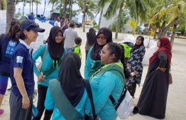 Akiko Fujii, UNDP Resident Representative in the Maldives conversing with Maldivian girls -- Photo: Ahmed Shifaz
